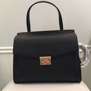 Michael Kors Bags - NWT Michael Kors Essex Large Top-Handle Satchel
